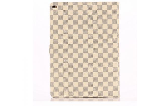 """Фирменный чехол-книжка из кожи с мульти-подставкой и застёжкой для iPad Pro 12.9"""" белый в клетку"""